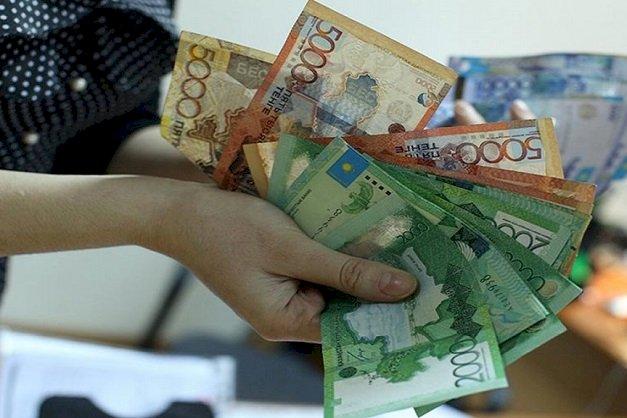 Все меньше денег посылают в Казахстан из-за рубежа