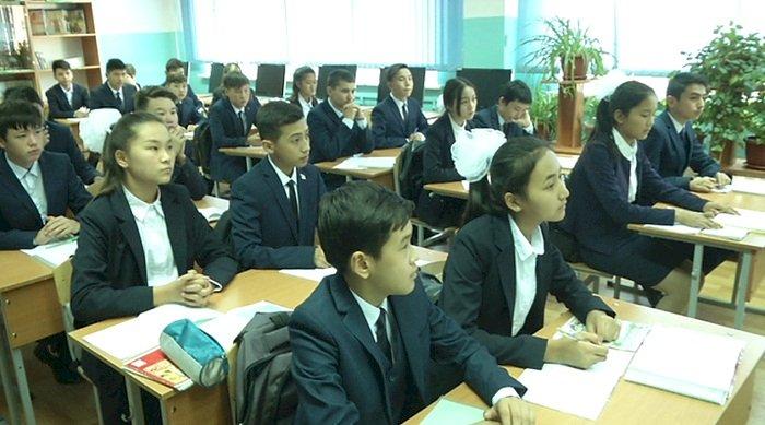 Из-за COVID-19 в Казахстане изменили систему оценивания школьников по СОР и СОЧ