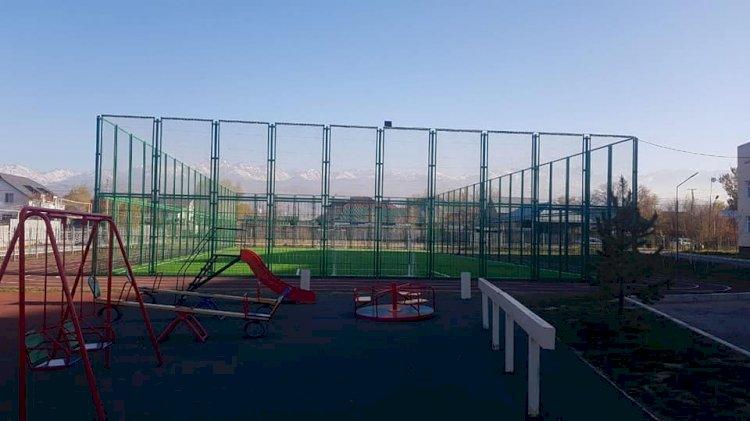 Футбольное поле отремонтировали в алматинском микрорайоне Нуршашкан