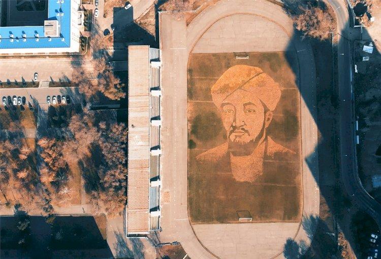 Алматинские студенты выложили осенними листьями огромный портрет аль-Фараби