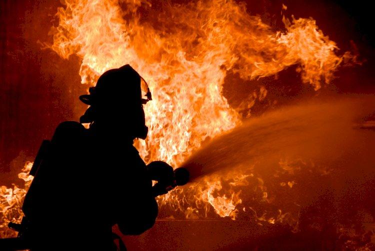 Двухэтажное здание горело в Алматы