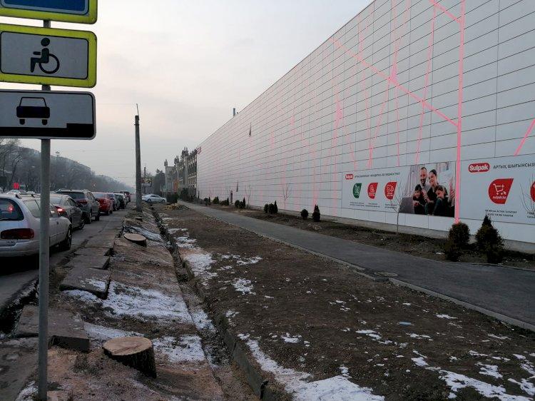 Токаев отреагировал на вырубку деревьев возле Sulpak в Алматы