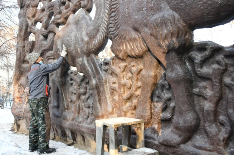 В Алматы восстанавливают уникальное панно