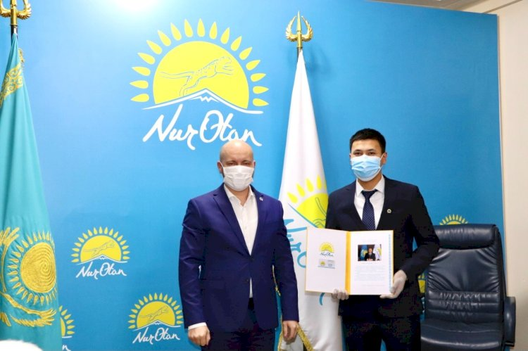 Ко Дню Первого Президента известные алматинцы вступили в партию «Nur Otan»
