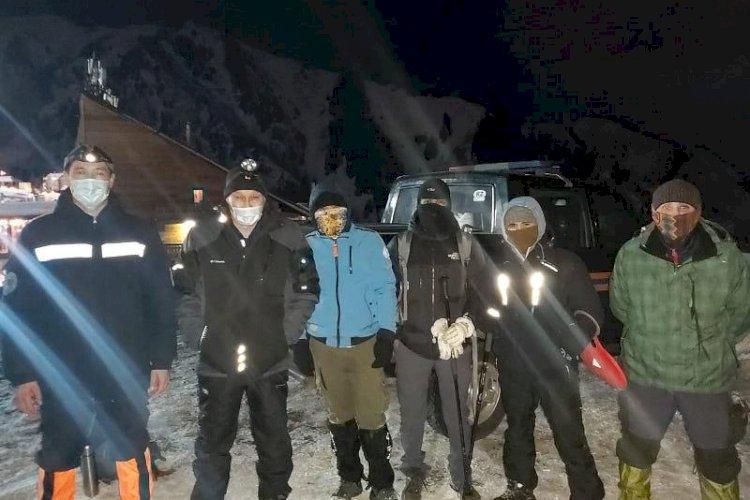 Трех заблудившихся в горах туристов спасли в Алматы