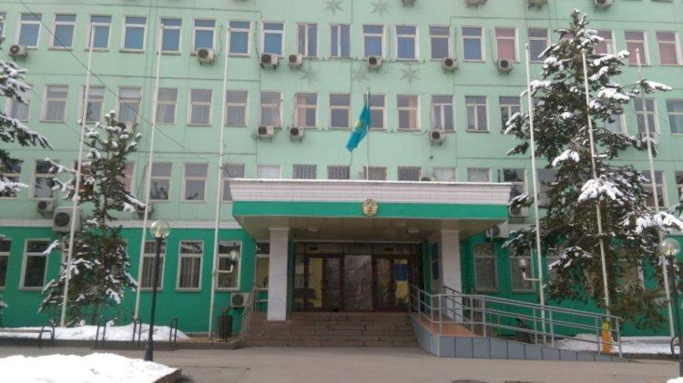 Аким Бостандыкского района принял граждан во фронт-офисе