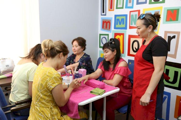 В Алматы многодетные матери получили гранты на 406 млн тенге для создания собственного дела