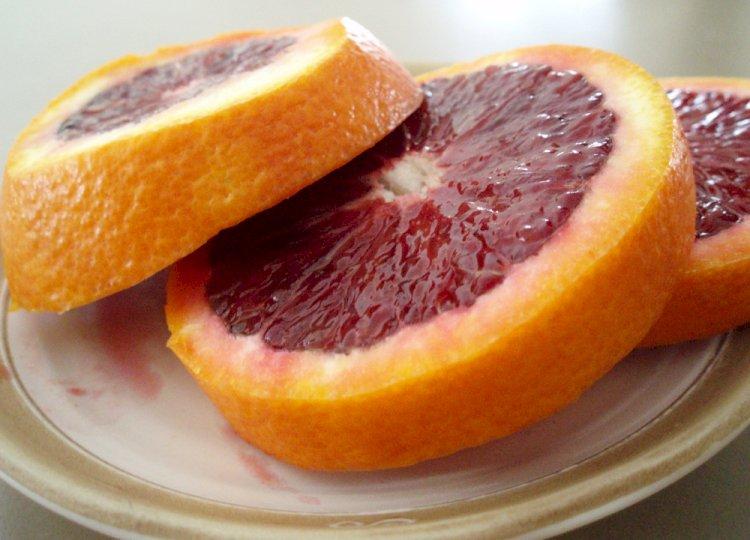 Апельсинами с кровью пугают казахстанцев