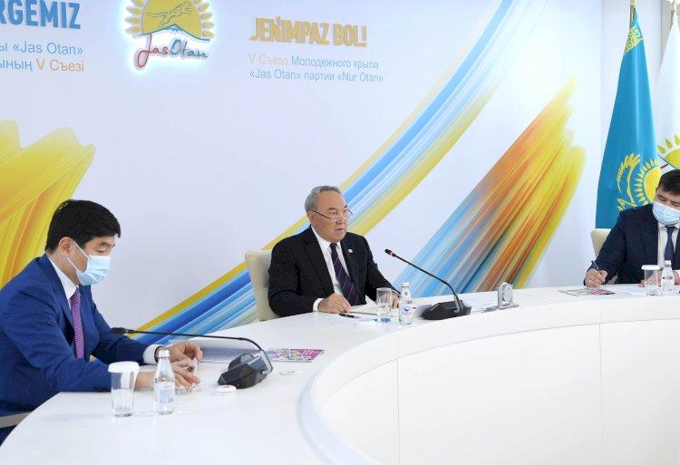 Нурсултан Назарбаев дал наставления молодежи