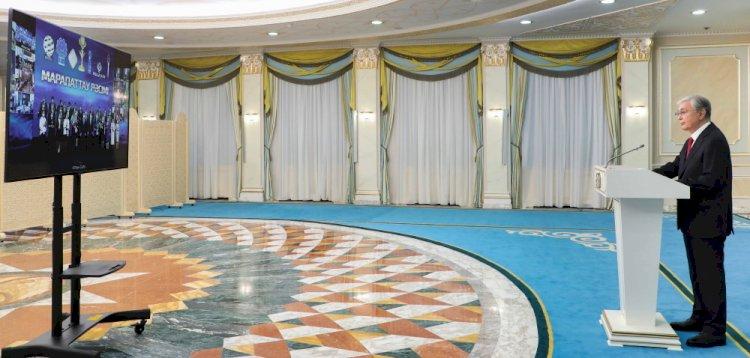 Президент принял участие в церемонии награждения победителей конкурса «Алтын сапа»