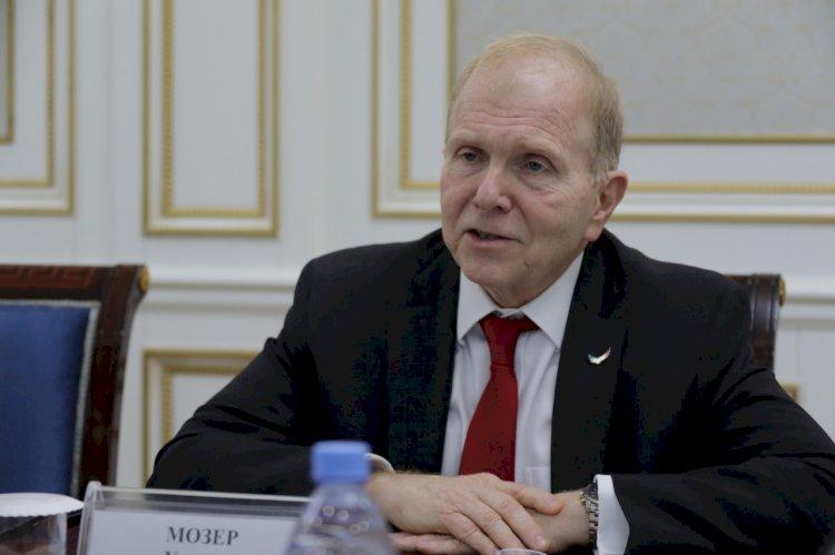 Американский посол поздравил казахстанцев стихами на казахском языке