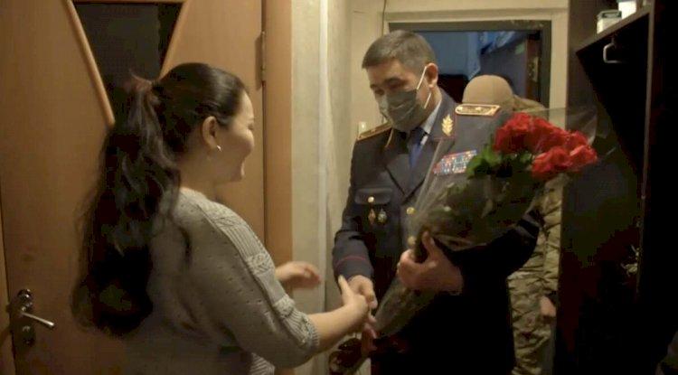 Родственники погибших полицейских поздравили казахстанцев с Днем Независимости