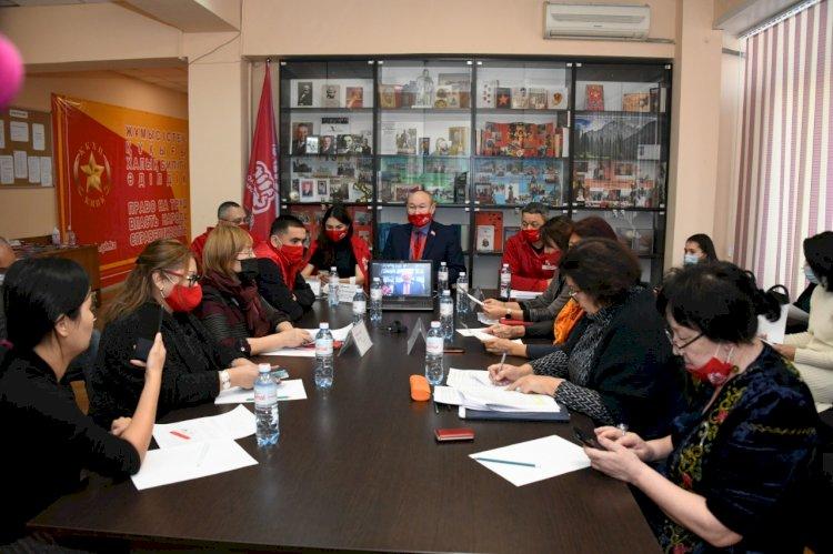 Образование и противодействие бытовому насилию - какие вопросы обсуждает Народная партия с населением Алматы