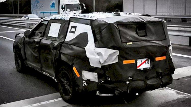 В сети обнародовано шпионское фото новой Toyota Land Cruiser