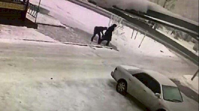 Ограбление пенсионерки попало на видео в Талдыкоргане