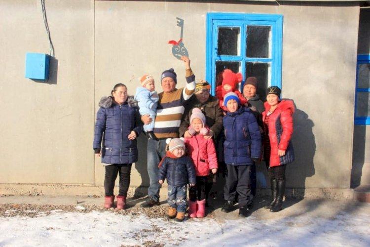 Меценаты Алматинской области подарили дом многодетной семье