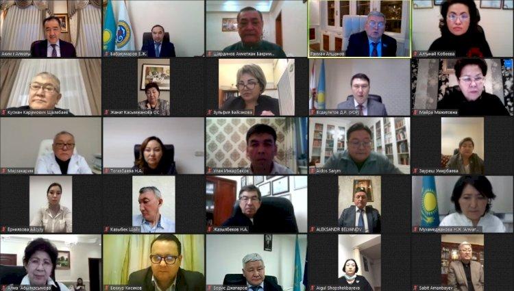 Бакытжан Сагинтаев провел встречу с членами Общественного совета