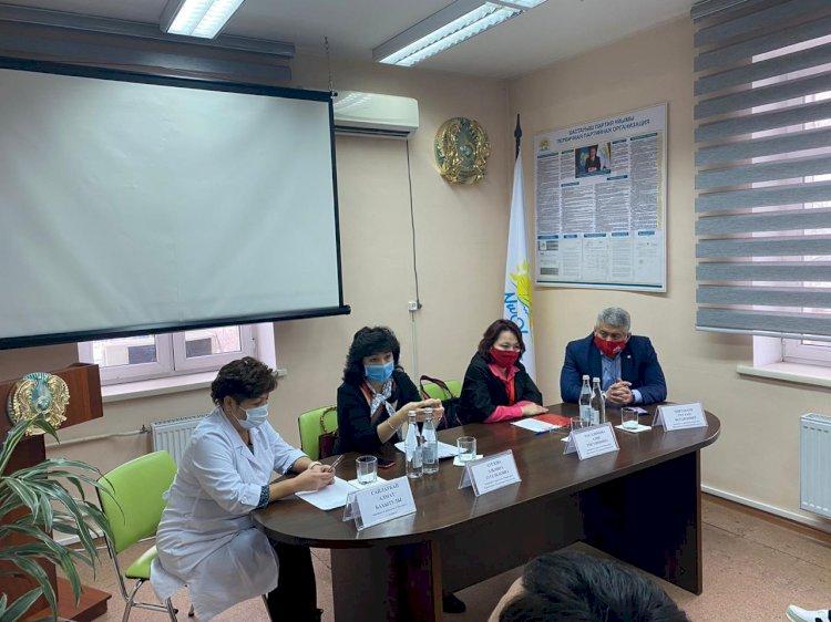 Активисты Народной партии встретились с медиками Алматы