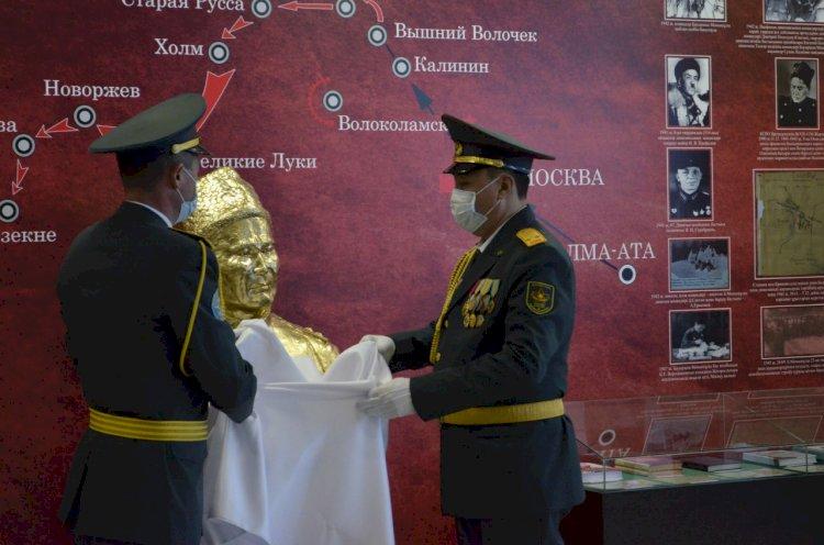 Факультету военного вуза присвоили имя Бауыржана Момышулы