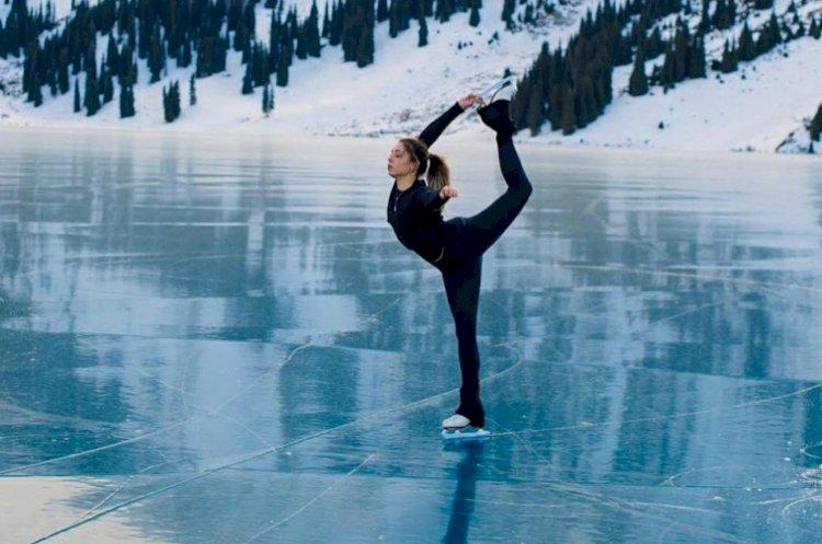 Фигуристка станцевала на льду Капшагайского водохранилища