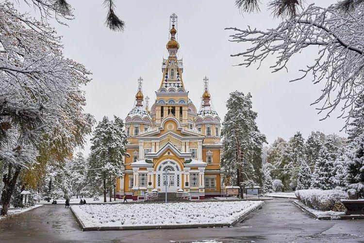 Елбасы сделал подарок Вознесенскому кафедральному собору Алматы