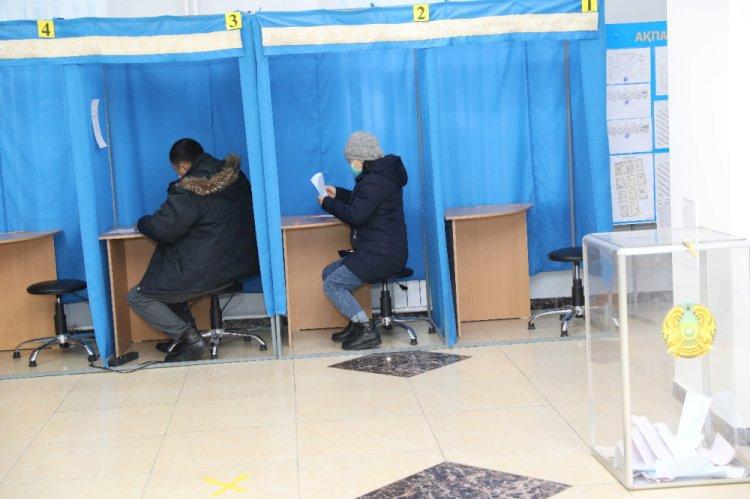 Явка на выборы в Казахстане на 16 часов составила 52,5 процента