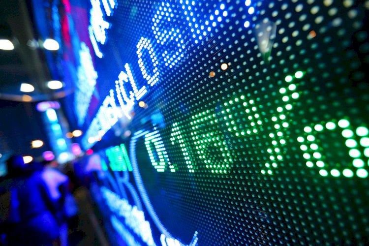 Доллар сдает позиции к основным валютам
