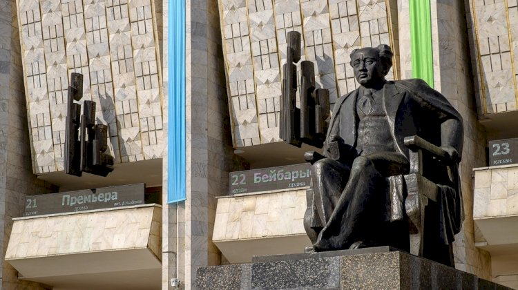 Алматинский драмтеатр отмечает 95-летие