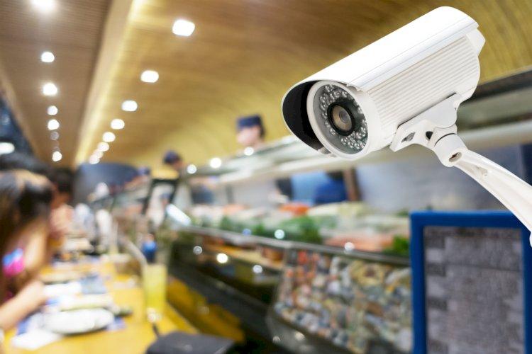 Видеонаблюдение помогло полиции раскрыть кражу из магазина техники