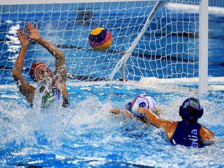 Казахстанские ватерполистки будут биться за олимпийскую лицензию в Италии