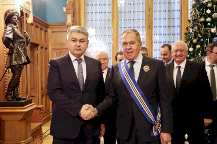 Посол Казахстана в России вручил Лаврову орден «Барыс»