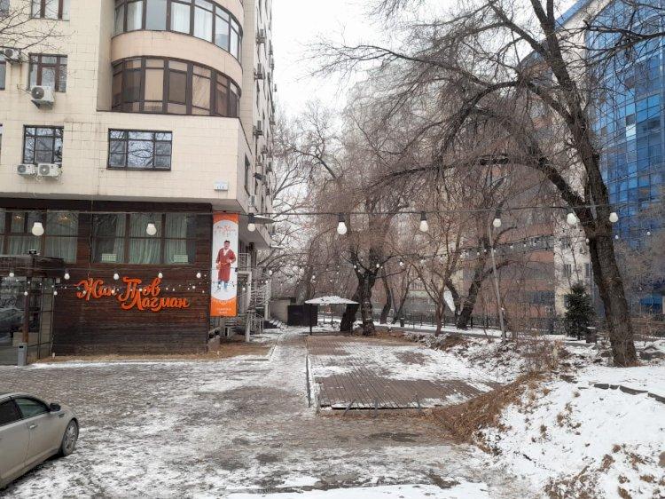 В Алматы снесли незаконно построенное летнее кафе