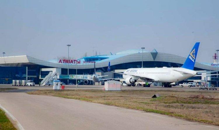 Около 200 человек прилетели в Алматы без ПЦР-справок