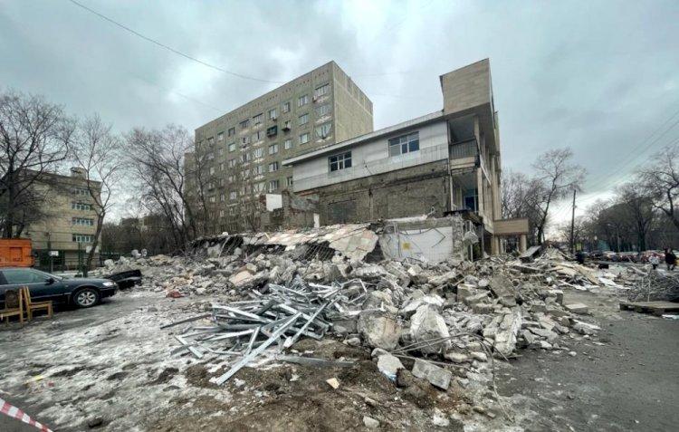 Полностью уничтожена крупная автомойка в центре Алматы
