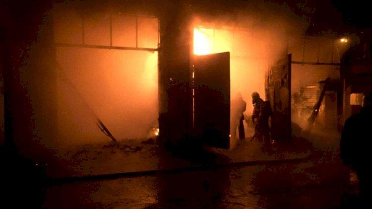 Около 20 автомобилей сгорели в Алматы