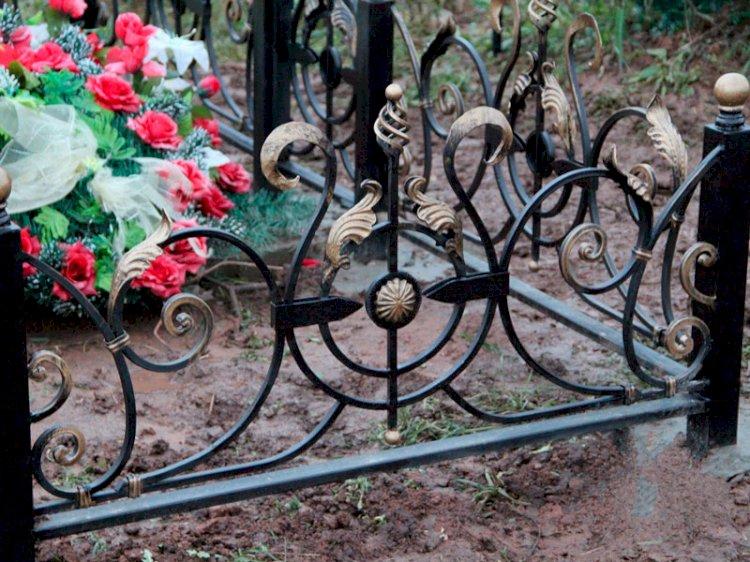 С кладбища в Тургене похитили могильные ограды