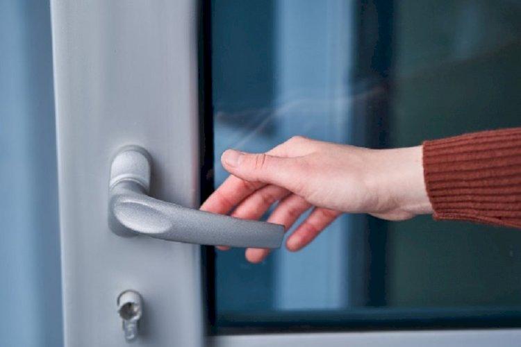 Ученые: Вероятность заражения коронавирусом от дверных ручек минимальная
