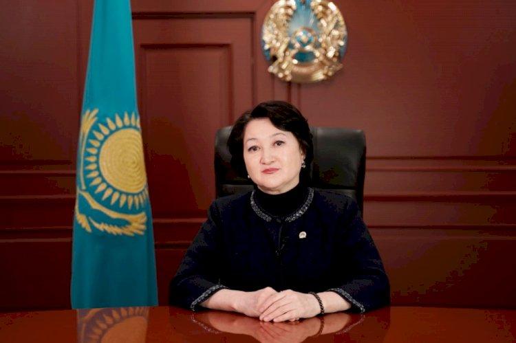 Раимкулова приняла участие в челлендже, посвященном юбилею Мукагали Макатаева