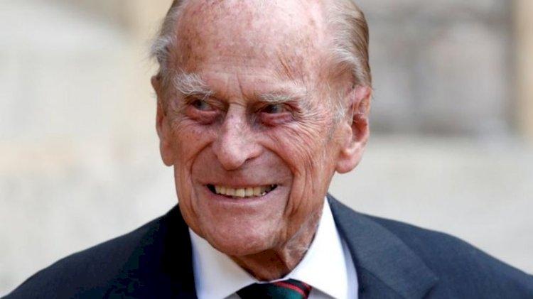 Муж королевы Елизаветы II принц Филипп доставлен в лондонскую больницу