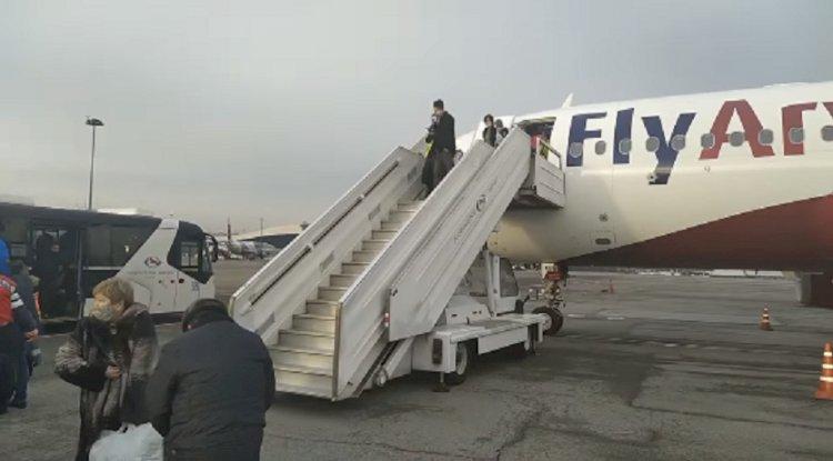 Пассажирский самолет совершил экстренную посадку в Алматы