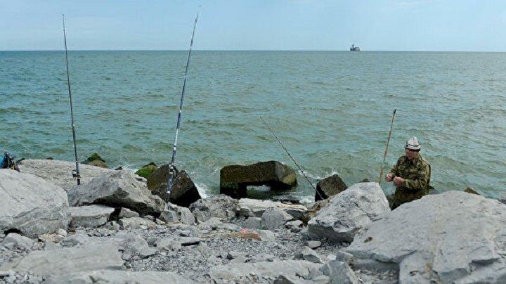 Президент РК внес изменения в закон по расширению рыболовной зоны Каспия