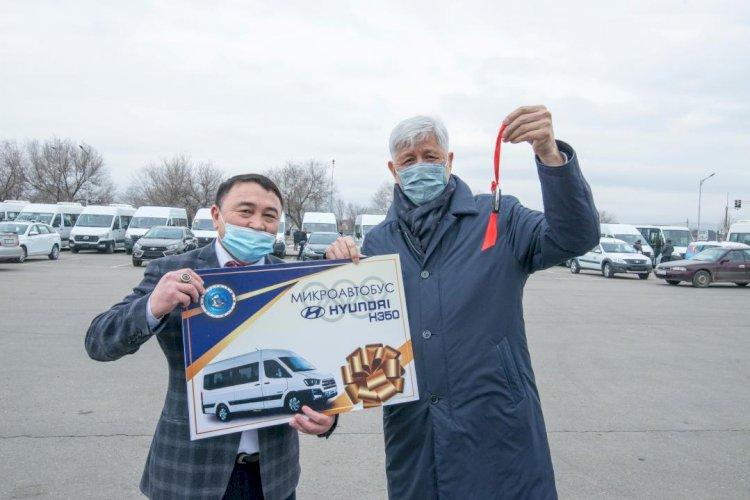 Новые микроавтобусы подарили спортшколам Алматинской области