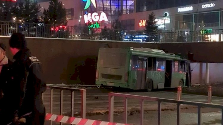 В Алматы произошла массовая авария с участием автобуса