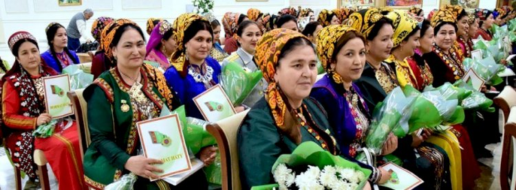 Президент Туркменистана поздравит женщин деньгами