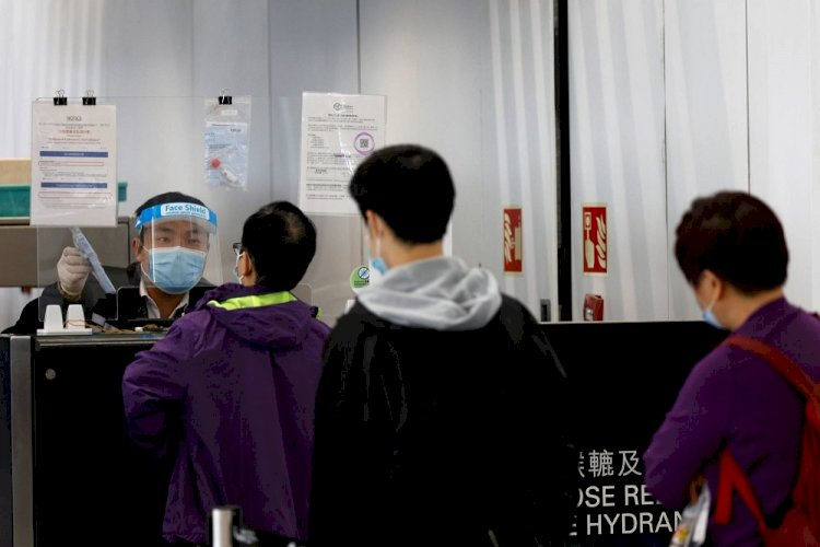 Япония призвала Китай освободить своих граждан от анального теста COVID-19