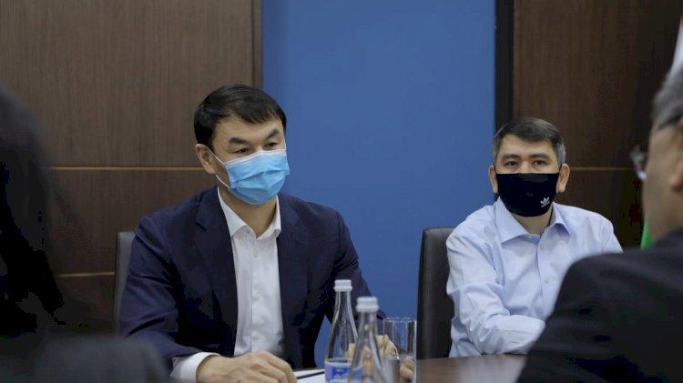 Посол Казахстана привился узбекско-китайской вакциной в Ташкенте