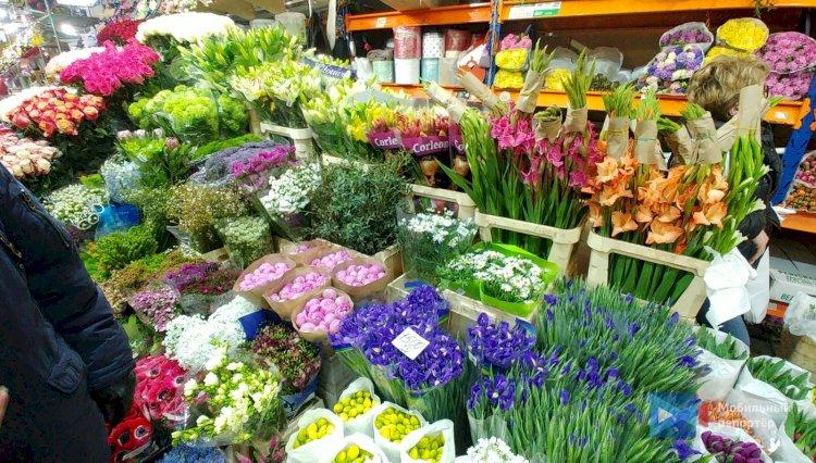 Какие цветы не стоит дарить женщинам на 8 Марта