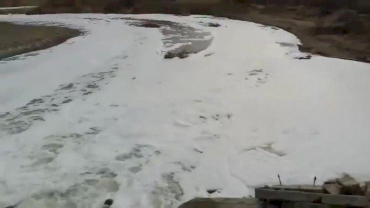 Странной пеной покрылась река в Алматинской области: экологи выясняют причину