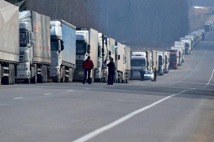 Около 300 фур застряли на российско-казахстанской границе