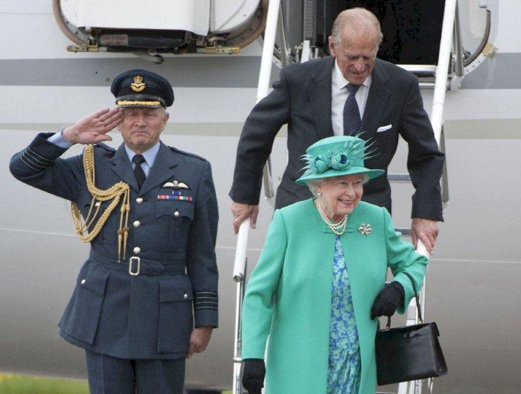 Елизавету II лишают личного самолета